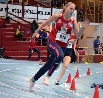 Emma S. Haug på 200 meter i J15.